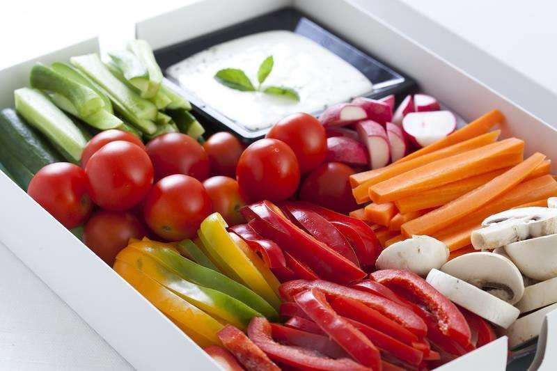 מגשי אירוח - מגש ירקות טבעוני