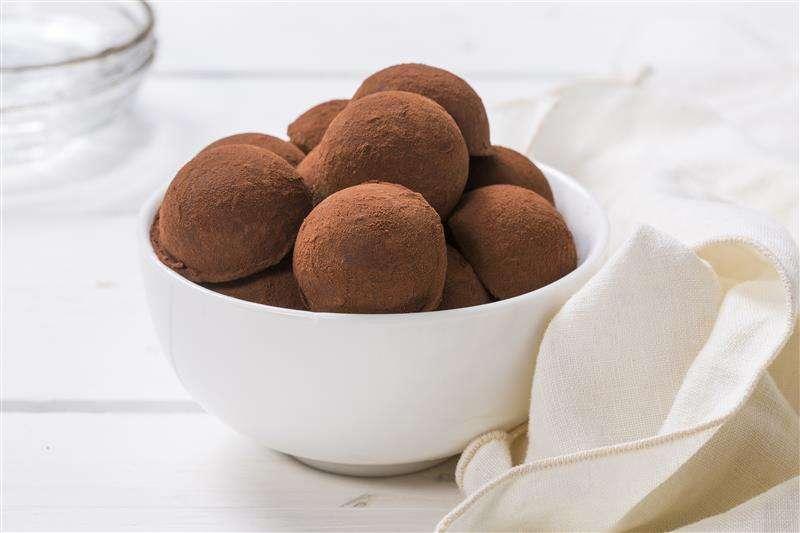 מגשי אירוח - טראפלס שוקולד טבעוני